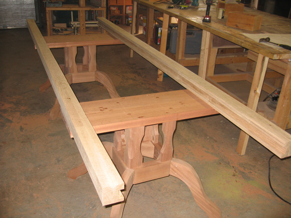 Sturdy Underframing to Support the Expandable Dining Table Top